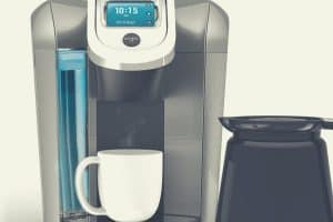 A close up of the Keurig K475 with carafe and cup