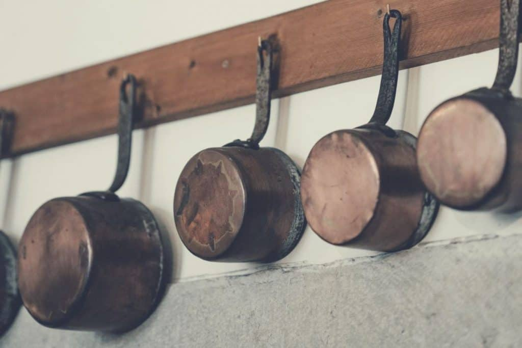 cast iron cookware hanging