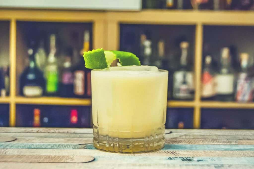 A margarita sitting on a bar counter
