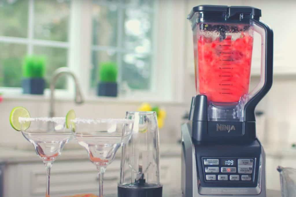 A wide shot of the Ninja Blender Duo with two cocktail glasses